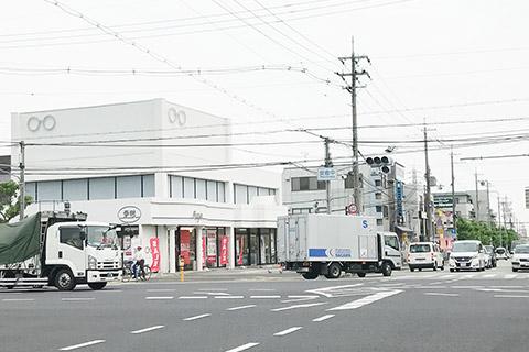 一蘭宝塚店とメガネの愛眼の交差点を南へ真っ直ぐ